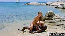 Gata virtual dando gostoso pro negão no meio da praia