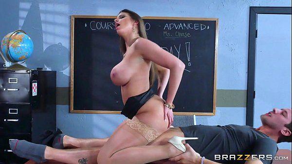 Coroa porno com a professora mais tesuda de todas cavalgando na piroca do melhor aluno pro brazzers