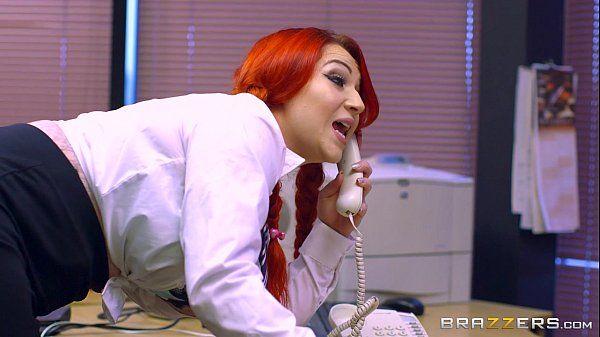 Brazzers sexo gostoso com a diretora que é uma ruiva dos peitos grandes bem safada