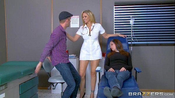 Gatas gostosas com a enfermeira mais safada de todas em um porno da brazzers