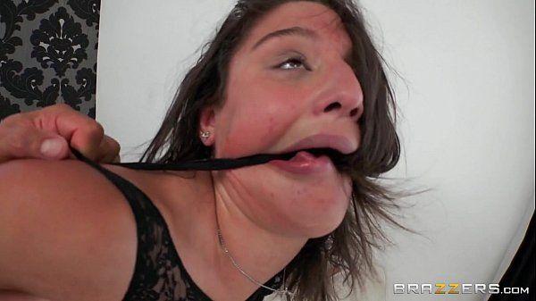 Porno panteras com Abella Danger no brazzers