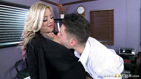 Sexo na escola com a diretora safada metendo com um dos professores no brazzers