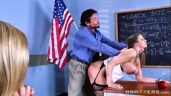 Brazzers Sexo na escola com o professor comendo a morena novinha de quatro