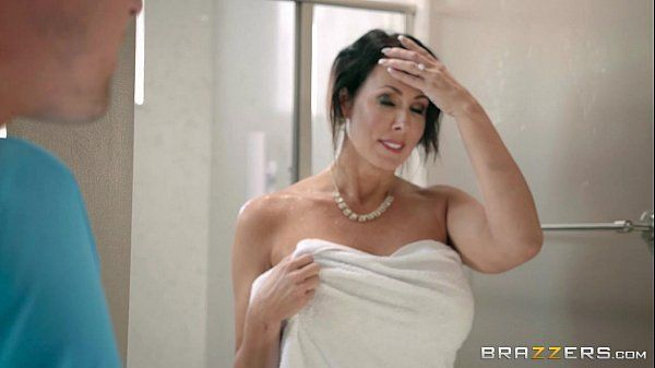 Brazzers com uma coroa metendo firme depois do banho