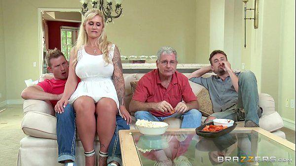 Xvideos gostosas com a mamãe safada dando para o seu enteado bem dotado no meio da cozinha