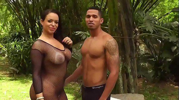 Brasileirinha Angel Lima fode com um fã sem camisinha pro porno brasileiro