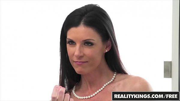 Morena do rosto perfeito fazendo um sexo gostoso para o redtube