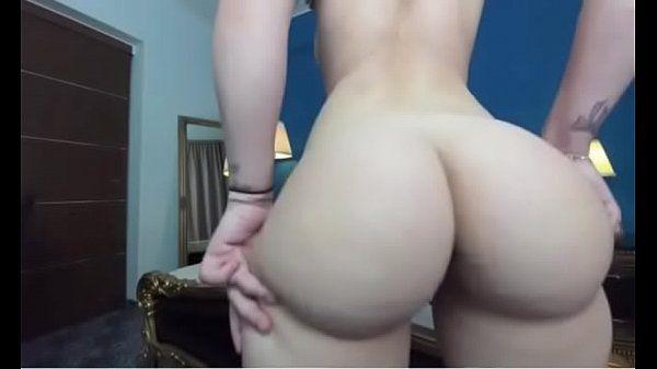 Novinha rebolando nua mostrando o cuzão gostoso