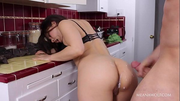 Pornoincesto comendo prima safada na cozinha