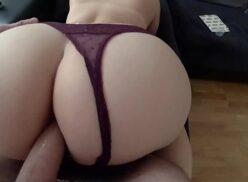 Rasgando o cuzinho branco da novinha rabuda gostosa sexo anal grátis