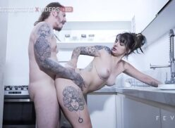 Porno Nacional novinha dando a buceta pro marido dotado na cozinha