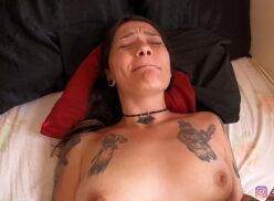 Porno com massagem fazendo a gostosa gozar na boa foda metendo a rola